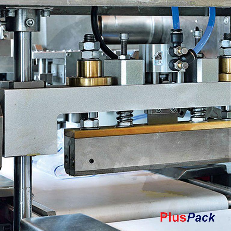 pluspack-envasadora-flowPack-bobina-inferior-Soldador-768x768
