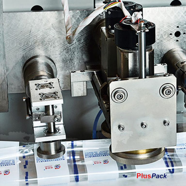 pluspack-envasadora-flowPack-bobina-inferior-grupo-arrastre-768x768